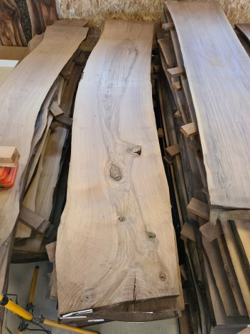 Europæisk Valnød Planke 292 * 55/60/55 * 4,4 cm