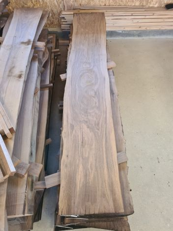 Amerikansk Valnød Planke 296 * 42/46/50 * 4,4 cm