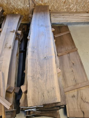 Amerikansk Valnød Planke 305 * 41/48/46 * 5 cm