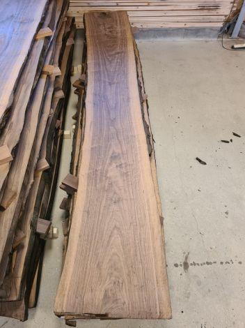 Amerikansk Valnød Planke  305 * 47/43/49 * 5 cm