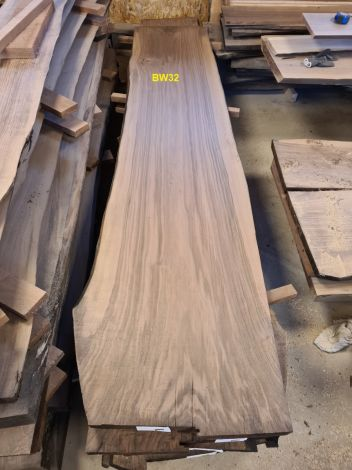 Amerikansk Valnød Planke 252 x 60/56/53 x 4.8 cm